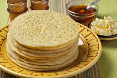 Haufen der marokkanischen beghrir Pfannkuchen Lizenzfreies Stockbild