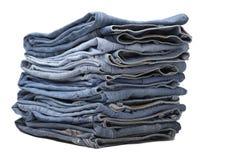 Haufen der modernen Entwerfer-Blue Jeans Stockfotos