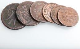 Haufen der sehr alten Kupfermünzen Lizenzfreies Stockfoto