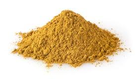 Haufen des Curry-Pulvers lokalisiert auf Weiß Lizenzfreies Stockfoto