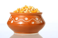 Haufen des getrockneten Mais benutzt für die Herstellung des Popcorns Stockfotografie
