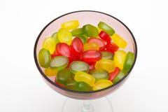 Haufen färbt Süßigkeit in der Glasschüssel Lizenzfreies Stockbild