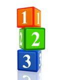 Haufen mit 123 Farbenwürfeln Stockbilder