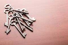 Haufen von alten Schlüsseln Lizenzfreie Stockbilder