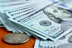 Haufen von Dollar Stockfotografie