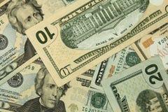 Haufen von Dollar, Geldhintergrund Lizenzfreie Stockfotos