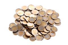 Haufen von einen und zwei Euromünzen getrennt auf Weiß Lizenzfreie Stockbilder