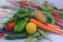 Haufen von frischen Obst und Gemüse von schließen oben lizenzfreie stockfotos