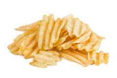 Haufen von Kartoffelchips auf Weiß Stockbilder