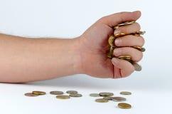 Haufen von Münzen in der Hand Stockfotos