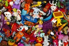 Haufen von netteren Überraschungsspielwaren Lizenzfreie Stockfotos