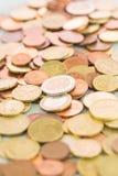 Haufen von sortierten Euromünzen Lizenzfreies Stockbild