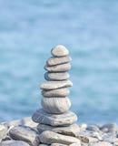 Haufen von Steinen, Zenbadekurort-Konzepthintergrund Lizenzfreie Stockfotografie