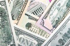 Haufen von US-Dollar lokalisiert auf weißem Hintergrund S Dollar, Geldhintergrund Eisenbahn Stockfotografie