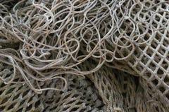 Haufen von verschiedenen alten Fischernetzen lizenzfreie stockbilder