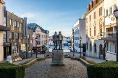 Haugesund, Norwegen - 9. Januar 2018: Die Stadt von Haugesund, auf der Westküste von Norwegen, Stadtzentrum mit Statue von Stockbilder