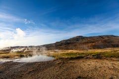 Haukadalur谷,喷泉(geysir)金黄圈子,冰岛 库存照片
