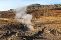 Haukadalur谷,喷泉(geysir)金黄圈子,冰岛 库存图片