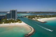 Haulover入口迈阿密海滩的空中图象 免版税库存照片