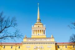 Haupt-Admiralit?t von St Petersburg, Admiralit?ts-Geb?ude, im Jahre 1823 errichtet, jetzt ist es die Hauptsitze der russischen Ma lizenzfreies stockbild