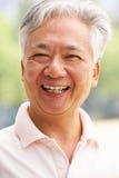 Haupt- und Schulter-Portrait des älteren chinesischen Mannes stockbild