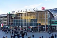 Hauptbahnhof huvudsaklig station i Cologne, Tyskland fotografering för bildbyråer
