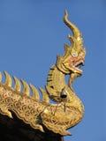 Hauptdetail des Drachen, über Tempel in Thailand Stockfotografie