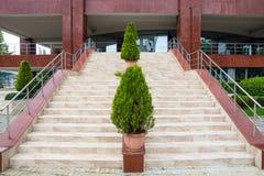 Haupteingang in der freien Universität Burgas, Bulgarien Stockfotos