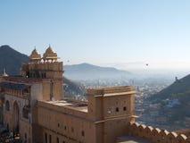 Haupteingang des bernsteinfarbigen Forts in Jaipur, Indien Lizenzfreie Stockfotos