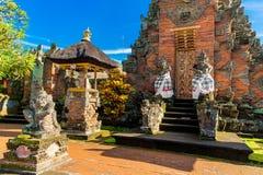 Haupteingang des Landtempels in Bali, Indonesien Stockbilder