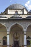 Haupteingang von Ali Pasha-Moschee in Sarajevo Lizenzfreie Stockfotos