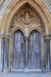 Haupteingang zu Wells-Kathedrale lizenzfreies stockfoto