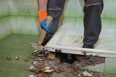 Haupterneuerung, Badezimmer demolieren Stockfotos