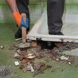 Haupterneuerung, Badezimmer demolieren Stockfotografie