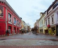 Hauptfußgängerzone in der Mitte von Plowdiw-Stadt in Bulgarien - keine Leute stockfotografie