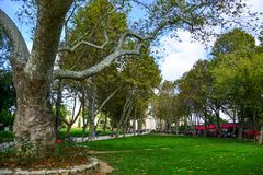 Hauptgarten des Dolmabahce-Palastes stockfoto