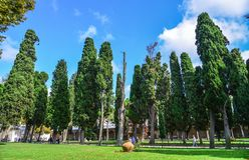 Hauptgarten des Dolmabahce-Palastes lizenzfreie stockfotos