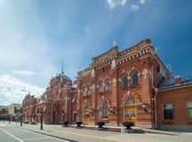 Hauptgebäudefassade des Bahnhofs in Kasan, Russland Stockbild
