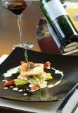 Hauptgericht mit Wein Stockfotos