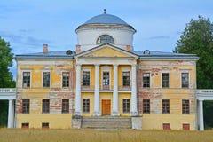 Haupthaus von Znamenskoye-Rayokzustand (18. Jahrhundert) in Torzhok-Bezirk Lizenzfreies Stockbild