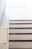Hauptinnenraum, Treppe zum zweiten Stock, Fokus auf Handlauf Stockfotografie