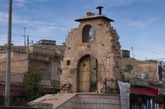 Hauptkarussell in Kurdistan Akre Aqrah vom Irak mit einer Moschee Lizenzfreie Stockfotos