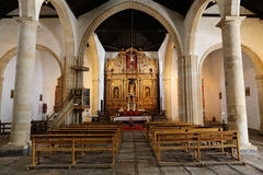 Hauptkirchenschiff und Altar in der Kathedralen-Kirche der Heiliger Maria von Betancuria Stockbilder