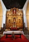 Hauptkirchenschiff und Altar in der Kathedralen-Kirche der Heiliger Maria von Betancuria in Fuerteventura Stockfotografie