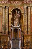 Hauptkirchenschiff und Altar in der Kathedralen-Kirche der Heiliger Maria von Betancuria in Fuerteventura Stockfoto