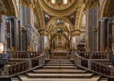 Hauptkirchenschiff und Altar innerhalb der Basilika-Kathedrale bei Monte Cassino Abbey Italien Stockbilder