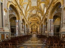 Hauptkirchenschiff und Altar innerhalb der Basilika-Kathedrale bei Monte Cassino Abbey Italien Lizenzfreie Stockbilder