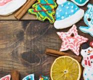 Hauptkochen des lockigen Weihnachtslebkuchens Stockbild
