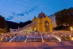 Hauptkolonnaden- und Gesangbrunnen - Marianske Lazne - Marienbad - Tschechische Republik stockbilder