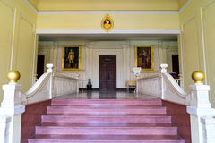 Hauptkorridor im Bürogebäude in Siriraj-Krankenhaus Stockfotos